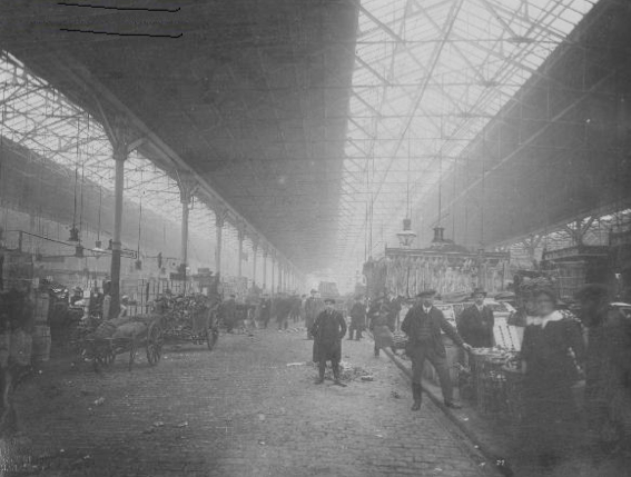 Long avenue, Smithfield Market. View from Oak Street (Manchester City Archives, m79034)